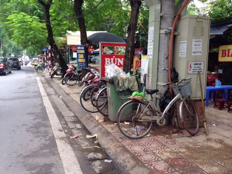 Phuong Le Dai Hanh (Ha Noi): Nhuc nhoi van nan vi pham trat tu do thi tren tuyen pho Hoa Lu - Anh 1
