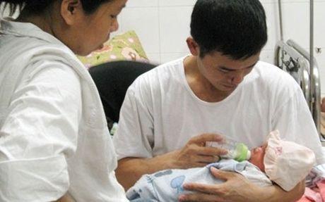 Vo sinh con, chong duoc huong che do thai san the nao? - Anh 1