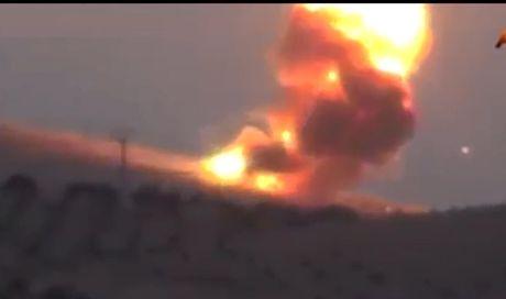 Video: Dan quan nguoi Kurd tuyen bo ban chay 3 xe tang Tho Nhi Ky - Anh 1