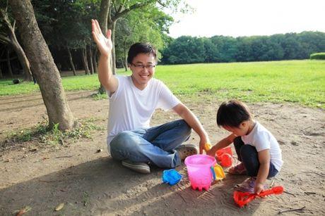 Day la ly do nen de tre con o canh bo thuong xuyen - Anh 2