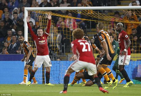 'Than tai' Rashford giup Man United co 3 diem o phut bu gio - Anh 2