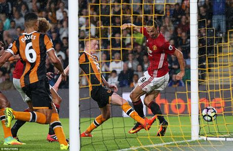 'Than tai' Rashford giup Man United co 3 diem o phut bu gio - Anh 3