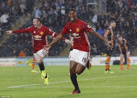 'Than tai' Rashford giup Man United co 3 diem o phut bu gio - Anh 5