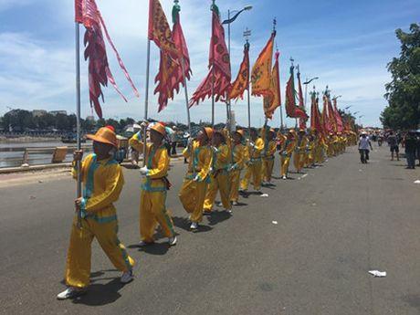 Nguoi dan Phan Thiet tung bung to chuc le hoi Nghinh Ong - Anh 2