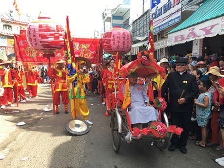 Nguoi dan Phan Thiet tung bung to chuc le hoi Nghinh Ong - Anh 4