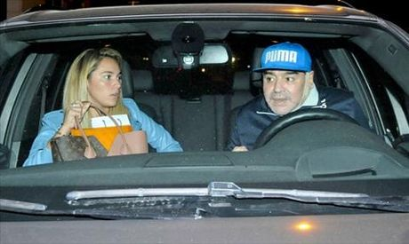 Vi bo 25 tuoi, huyen thoai Maradona di got mat - Anh 3