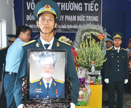 Vinh biet Thieu uy phi cong Pham Duc Trung - Anh 6