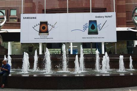 Samsung khoe toan bo phu kien Galaxy Note 7 o Singapore - Anh 1
