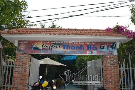 Nhom doi tuong ban vao dau ban giua quan cafe - Anh 1