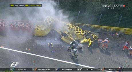Grand Prix Bi: Nico Rosberg xuat sac ve nhat, Kevin Magnussen thoat nan than ky - Anh 3