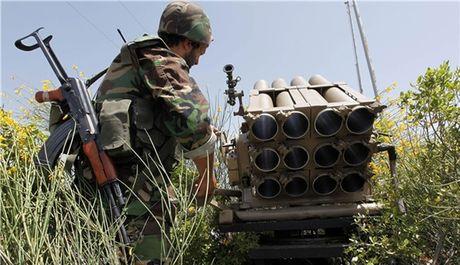 Chum video chien su Syria: Quan chinh phu quyet danh quy phien quan o Latakia - Anh 1