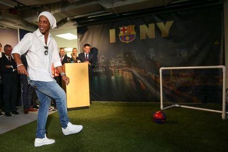 Ronaldinho se giai nghe vao cuoi mua - Anh 2