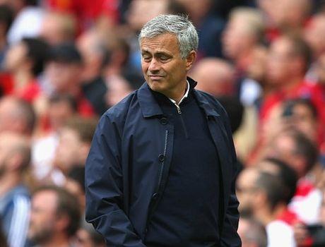Mourinho: 'Bravo phai bi the do va Man United le ra co 2 qua penalty' - Anh 2