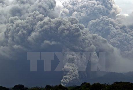 Nui lua Fuego dang phun trao du doi o mien Tay Mexico - Anh 1
