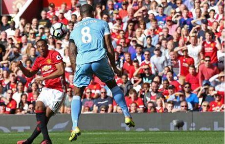 De Gea mac sai lam, Man United bi Stoke cam chan o Old Trafford - Anh 2
