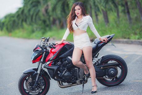 Chan dai Viet sexy ben Honda CB1000R tri gia 400 trieu - Anh 4