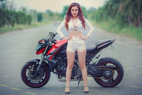 Chan dai Viet sexy ben Honda CB1000R tri gia 400 trieu - Anh 7