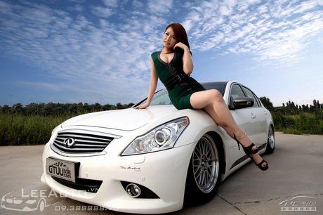 'Hot teen' Chau A khoe dang ben xe the thao Infinity G37 - Anh 4