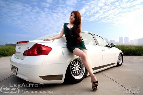 'Hot teen' Chau A khoe dang ben xe the thao Infinity G37 - Anh 7