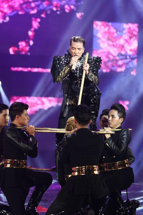 Dam Vinh Hung bien hoa nhu 'tac ke hoa' trong liveshow 12 ti - Anh 12