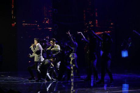 Dam Vinh Hung bien hoa nhu 'tac ke hoa' trong liveshow 12 ti - Anh 13
