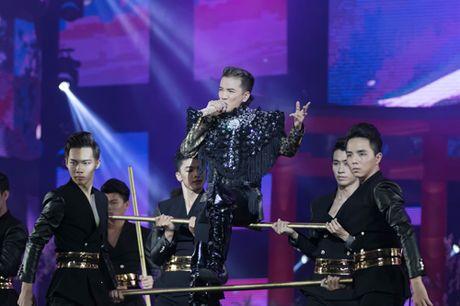 Dam Vinh Hung bien hoa nhu 'tac ke hoa' trong liveshow 12 ti - Anh 16