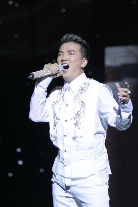 Dam Vinh Hung bien hoa nhu 'tac ke hoa' trong liveshow 12 ti - Anh 18
