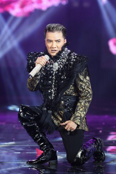 Dam Vinh Hung bien hoa nhu 'tac ke hoa' trong liveshow 12 ti - Anh 22