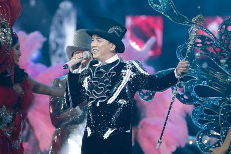 Dam Vinh Hung bien hoa nhu 'tac ke hoa' trong liveshow 12 ti - Anh 24
