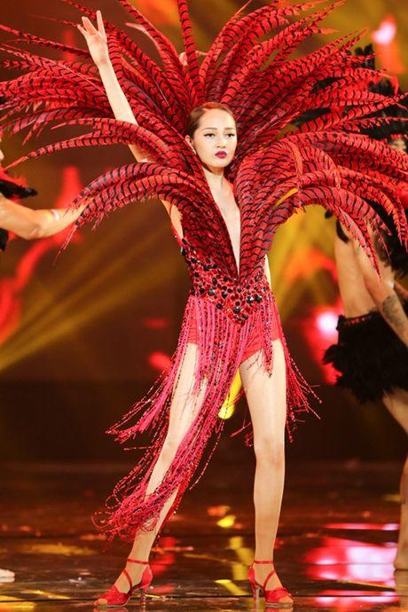 Dam Vinh Hung bien hoa nhu 'tac ke hoa' trong liveshow 12 ti - Anh 3