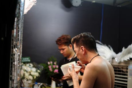 He lo hinh anh hau truong it nguoi biet trong liveshow 12 ty cua Mr Dam - Anh 2