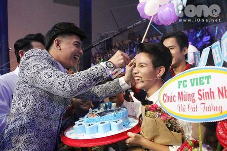 HLV The Voice Kids dua nhau tang kep toc dieu da cho Vu Cat Tuong - Anh 3