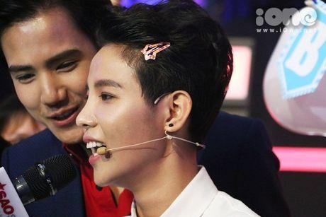 HLV The Voice Kids dua nhau tang kep toc dieu da cho Vu Cat Tuong - Anh 5