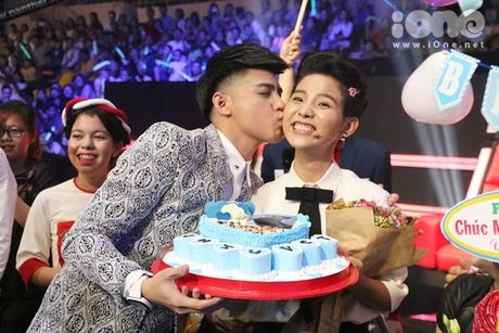 HLV The Voice Kids dua nhau tang kep toc dieu da cho Vu Cat Tuong - Anh 6