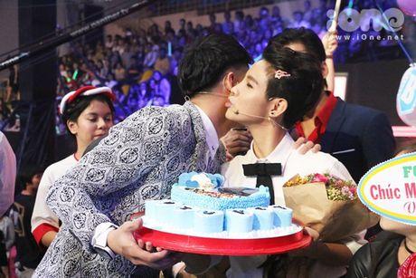 HLV The Voice Kids dua nhau tang kep toc dieu da cho Vu Cat Tuong - Anh 7