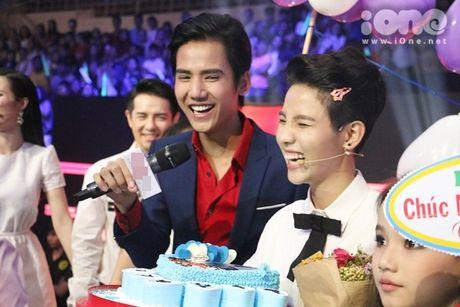 HLV The Voice Kids dua nhau tang kep toc dieu da cho Vu Cat Tuong - Anh 8