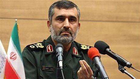 """Iran cho ra mat may bay khong nguoi lai """"Tia chop"""" Saeqeh """"nan gan"""" My - Anh 1"""