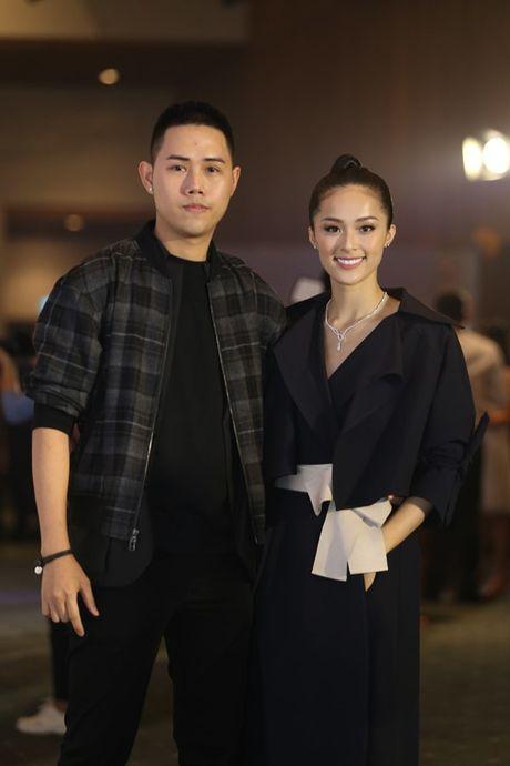 Dan Hoa hau, A hau 'do bo' tham do dem cuoi Elle Fashion - Anh 10