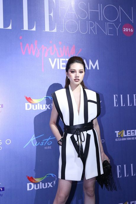 Dan Hoa hau, A hau 'do bo' tham do dem cuoi Elle Fashion - Anh 13