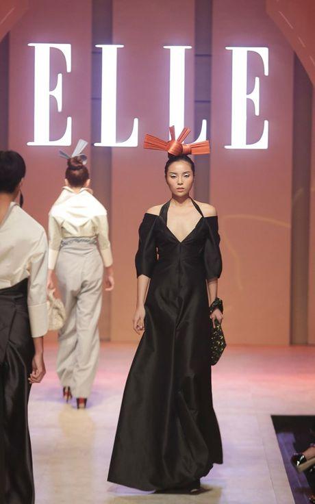 Dan Hoa hau, A hau 'do bo' tham do dem cuoi Elle Fashion - Anh 1