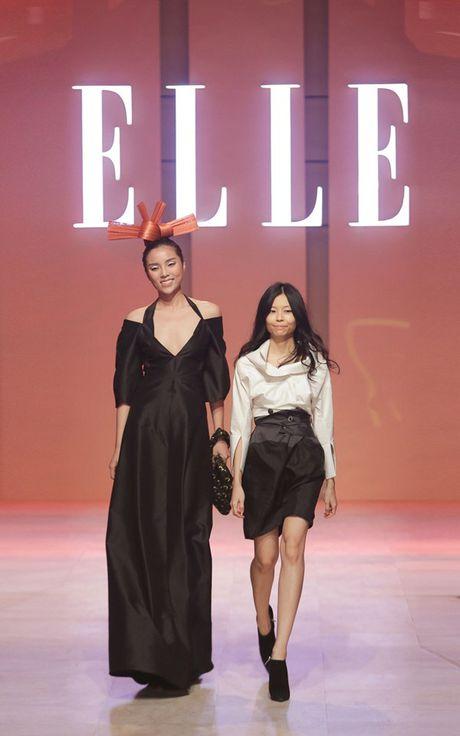 Dan Hoa hau, A hau 'do bo' tham do dem cuoi Elle Fashion - Anh 2