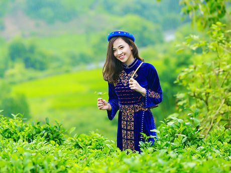 Thi sinh iMiss Thang Long rang ro sac ao dan toc ben doi che - Anh 10