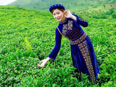 Thi sinh iMiss Thang Long rang ro sac ao dan toc ben doi che - Anh 17