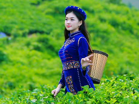 Thi sinh iMiss Thang Long rang ro sac ao dan toc ben doi che - Anh 3