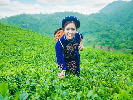 Thi sinh iMiss Thang Long rang ro sac ao dan toc ben doi che - Anh 5