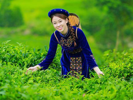 Thi sinh iMiss Thang Long rang ro sac ao dan toc ben doi che - Anh 7