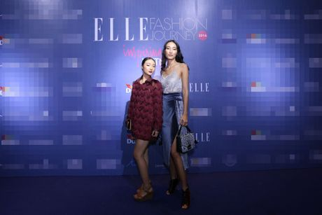 Dan Hoa hau, A hau 'do bo' tham do Elle Fashion Journey - Anh 10