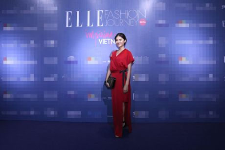 Dan Hoa hau, A hau 'do bo' tham do Elle Fashion Journey - Anh 1