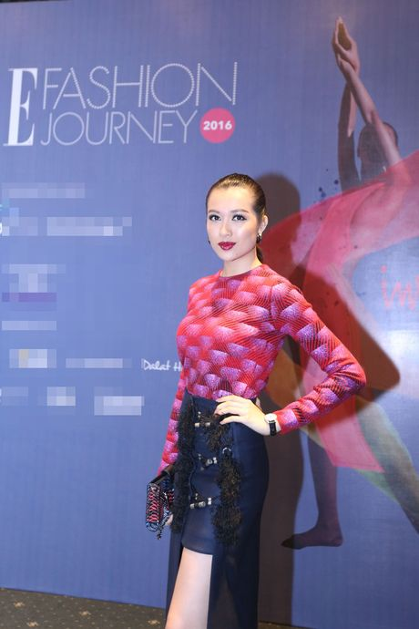 Dan Hoa hau, A hau 'do bo' tham do Elle Fashion Journey - Anh 2