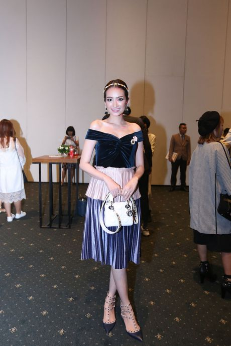 Dan Hoa hau, A hau 'do bo' tham do Elle Fashion Journey - Anh 4